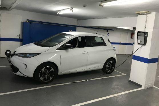 Punto de recarga coche eléctrico La Nube Sofás